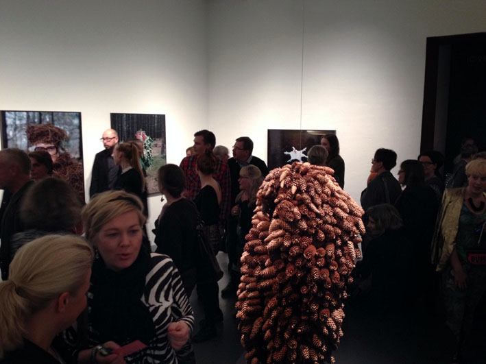 The spruce cone suit mingling with the audience © Eyes as Big as Plates