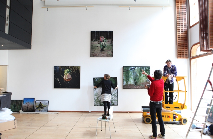 Our first salon set-up takes shape © Karoline Hjorth & Riitta Ikonen